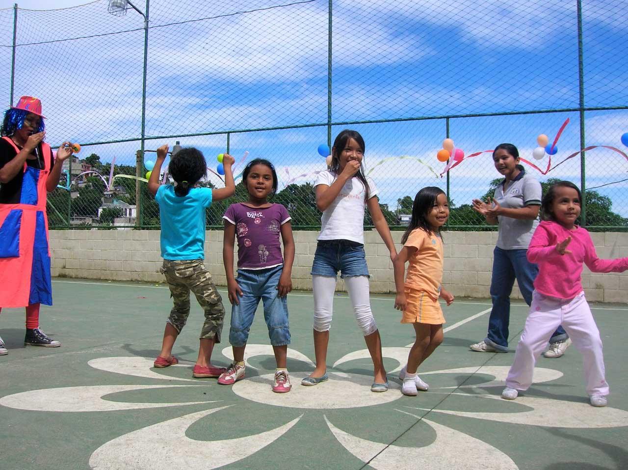 Dinámicas con niñas y niños de Mejicanos